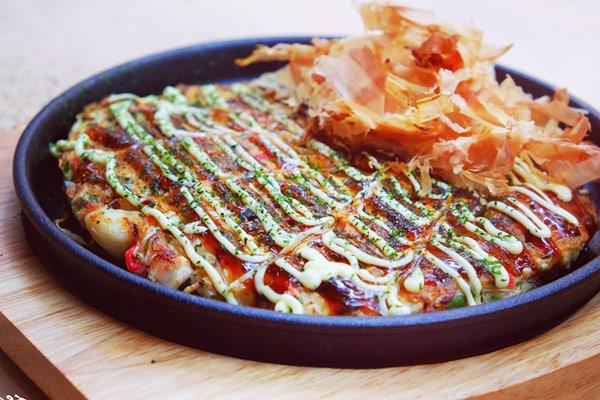 Món bánh xèo Okonomiyaki