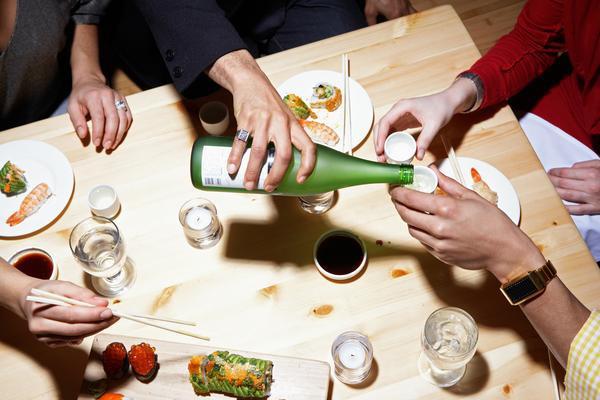 Phép lịch sự trên bàn ăn của người Nhật